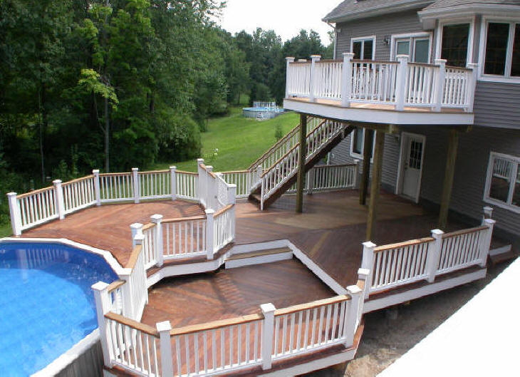 mulit level ipe deck with white vinyl rails and king posts